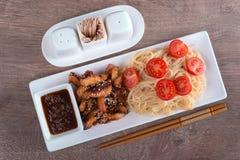 与鸡和两双筷子的面团 库存图片