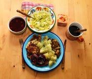 与鸡和土豆的午餐 免版税库存照片