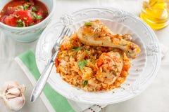 与鸡和菜的米在西红柿酱 免版税库存图片