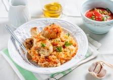 与鸡和菜的米在西红柿酱 免版税库存照片
