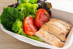 与鸡和蕃茄的沙拉 免版税库存照片