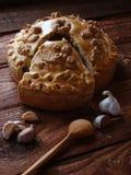 与鸡和蘑菇的俄国饼 免版税库存照片