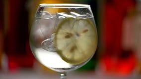 与鸡尾酒的玻璃 影视素材