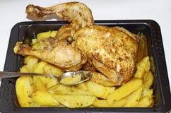 与鸡的被烘烤的土豆 库存照片