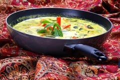 与鸡肉菜肴的泰国绿色咖喱 免版税库存图片