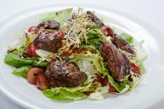 与鸡肝和葡萄的温暖的沙拉 库存照片