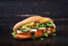 与鸡胸脯的大三明治 免版税库存照片