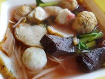 与鸡血液(日元Ta Fo)的泰国桃红色面条 库存图片