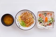 与鸡Teriyaki的米设置了用沙拉和大酱汤 免版税库存照片