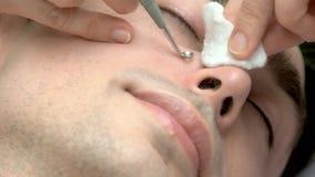 与鸥去膜剂的面孔清洁 股票视频
