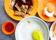 与鸭子和鸡蛋的粥在槟榔岛,马来西亚 库存照片