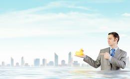 与鸭子的商人 免版税库存照片