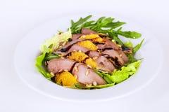 与鸭胸脯菠萝松果和芳香抚人的开胃食物的美丽的沙拉 图库摄影