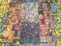 与鹅卵石的都市正方形 免版税库存图片