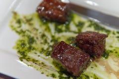 与鹅肝的嫩煎的安格斯牛肉 库存照片