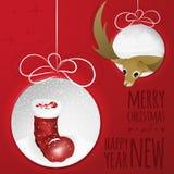 与鹿和圣诞老人起动的两个抽象圣诞节球从纸cutted 图库摄影
