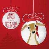 与鹿的两个抽象圣诞节球从纸cutted 免版税库存照片