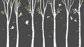 与鹿的桦树和鸟现出轮廓背景 库存照片