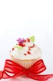 与黄油奶油结冰的香草杯形蛋糕 免版税库存图片