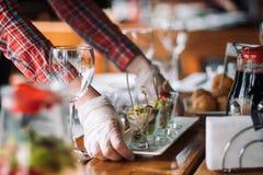 与黄瓜健康绿色膳食的食物菜沙拉 免版税库存照片