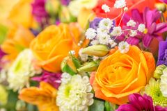 与黄色玫瑰,贺卡,秋天的概念的花花束 免版税图库摄影
