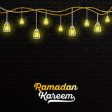 与黄色白色字法和垂悬灯笼的斋月Kareem反对与黄灯的黑暗的墙壁背景 向量 库存例证