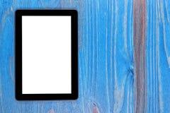 与黑屏的一块黑片剂模板在木头 免版税库存照片