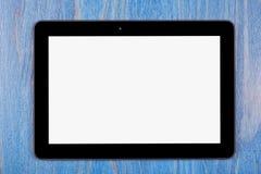 与黑屏的一块黑片剂模板在木头 免版税库存图片
