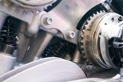 与齿轮、春天和链子的机制 免版税库存照片