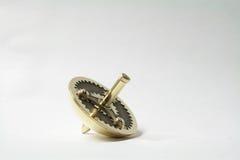 与齿轮的手工制造抽陀螺 免版税库存图片