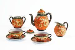 与龙主题的古色古香的中国茶具 库存照片