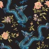 与龙和金玫瑰的刺绣东方花卉样式 库存例证