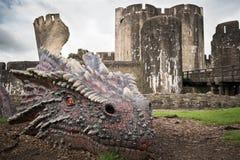 与龙的Caerphilly城堡 免版税库存图片