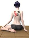 与龙纹身花刺的时装模特儿 免版税库存照片