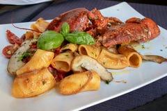 与龙虾,顶视图的意大利面团 免版税库存图片