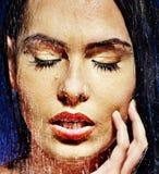 与水下落的湿妇女面孔。 免版税库存图片