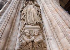 与15世纪城镇厅,联合国科教文组织世界遗产名录站点哥特式寓言的图的老专栏  免版税库存图片