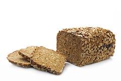 与整个五谷的在白色隔绝的面包和种子 免版税库存图片