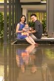 与5个月大儿子的年轻亚洲中国家庭 免版税库存照片