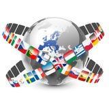 与27个欧盟国家和旗子的地球 免版税库存照片