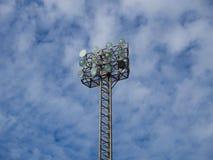 与12个电灯泡的高聚光灯塔 库存图片