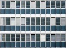 与39个窗口的老大厦门面 库存照片