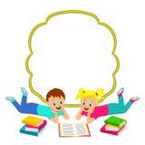 与读书的孩子、男孩和女孩的框架 免版税库存图片