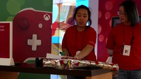 与购买的自由缎带包装在微软商店 影视素材