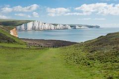 与令人惊讶的白色峭壁的海岸视图 库存图片