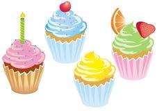 与结冰的四块杯形蛋糕 免版税库存照片