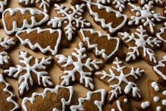 与结冰的圣诞节姜饼 免版税库存照片