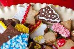 与结冰的圣诞节曲奇饼和洒 库存图片