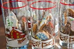 与结冰的圣诞节曲奇饼在玻璃 图库摄影