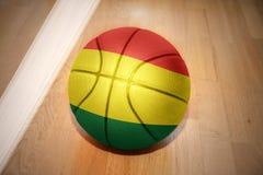 与玻利维亚的国旗的篮球球 库存图片